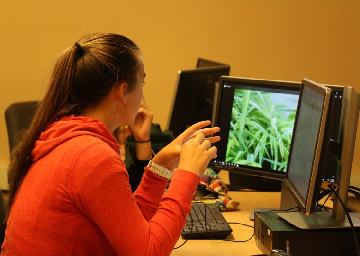 Girl working on editing photos for a Saturday Academy class