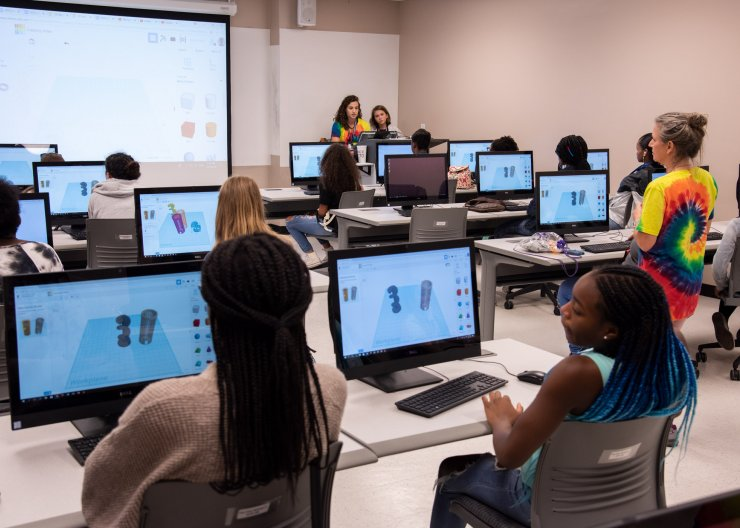 Saturday Academy students learning how to 3D model