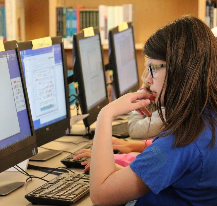 girl computer middleschool